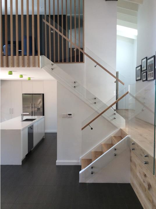 castle-hill-frameless-glass-balustrade-stairs-sm